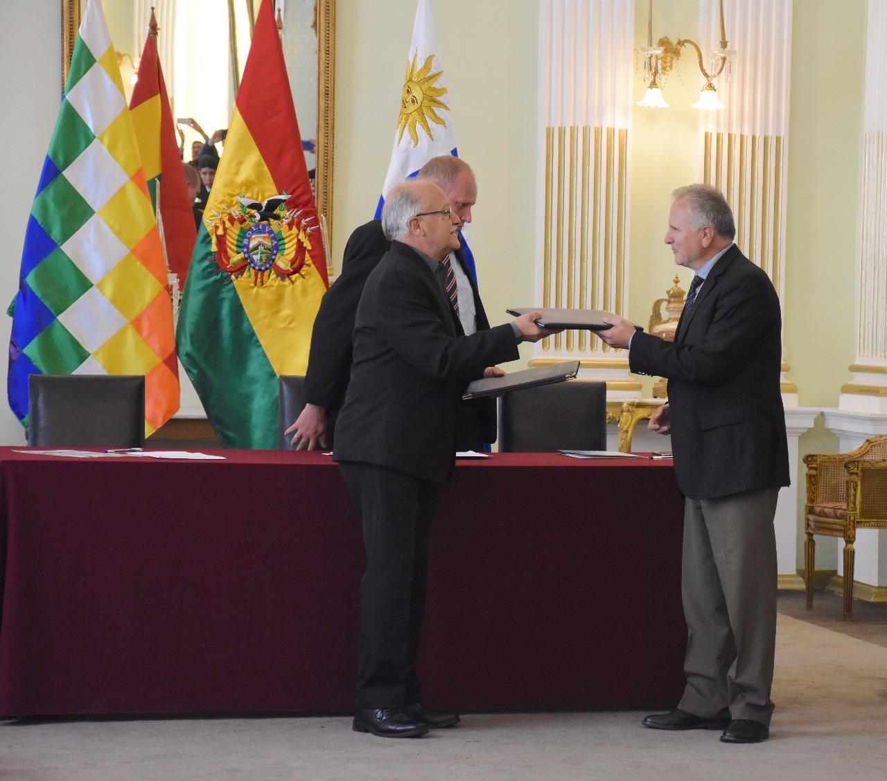 Firma de acuerdo operativo es un hito histórico para movilización de carga boliviana por puertos uruguayos