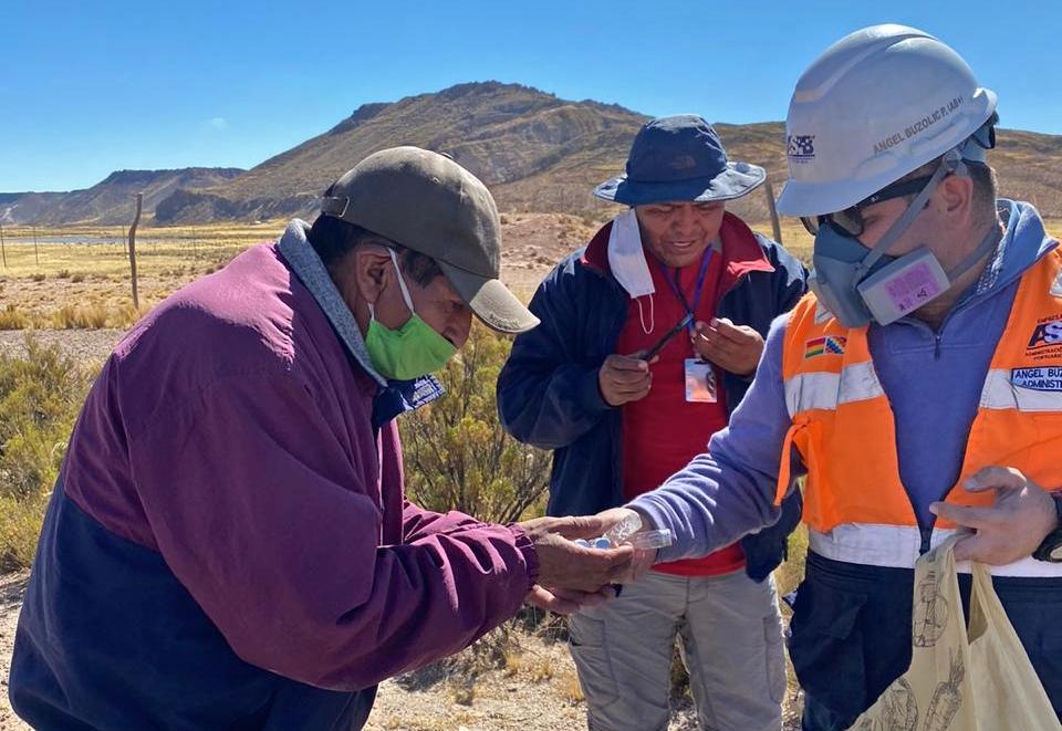ASP-B e instituciones de la cadena logística boliviana auxilian a transportistas varados en puntos de bloqueo