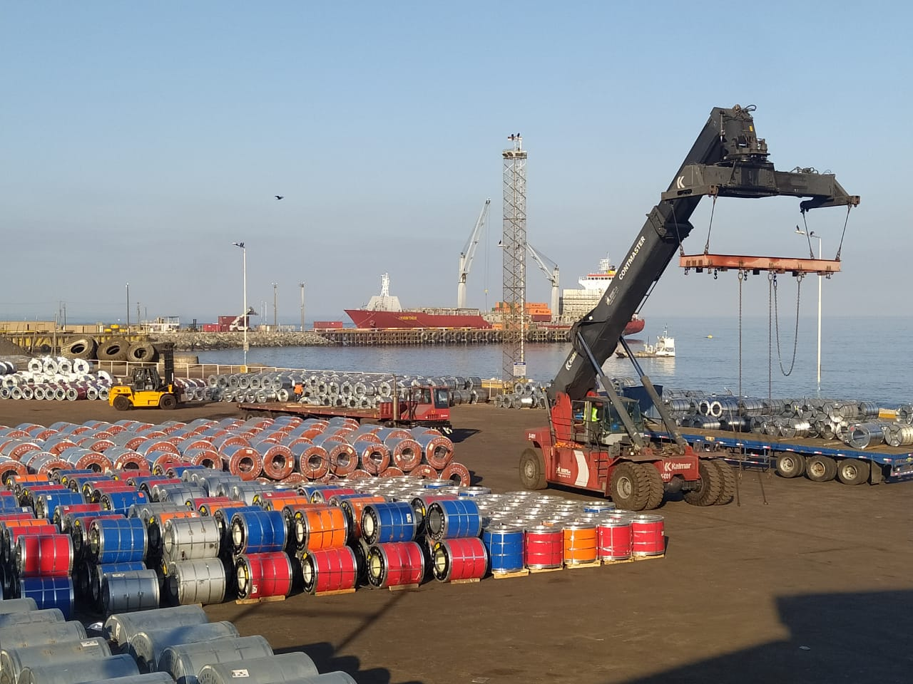 Carga boliviana por el puerto de Ilo se incrementa en más del 90% al primer cuatrimestre de 2021